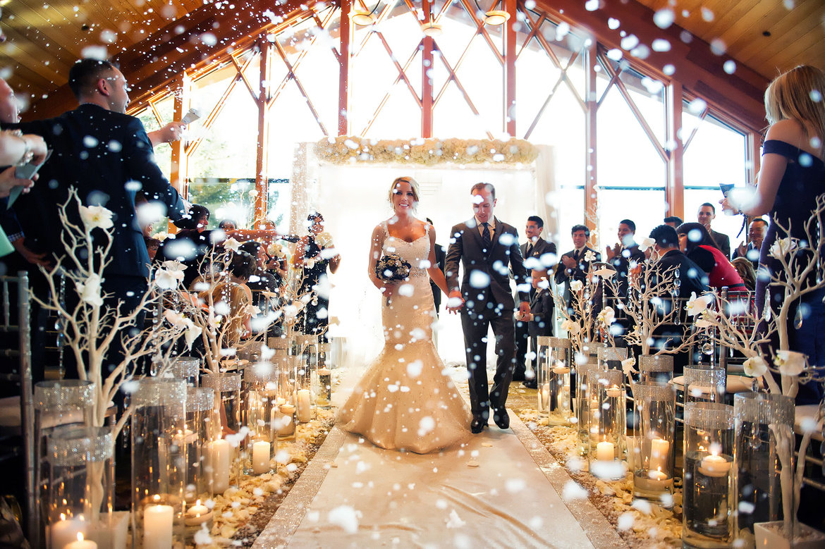 wedding ideas december 5 things you can only do at a winter wedding bridalguide 27761