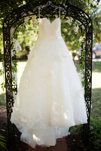 rented wedding gown ruined before brides big day