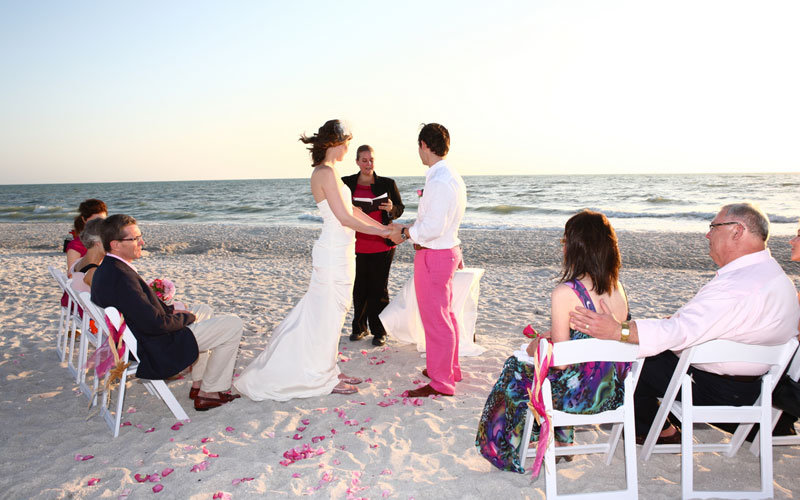 How to determine the size of your wedding bridalguide for Small intimate wedding ideas