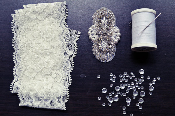 Diy we love wedding garter bridalguide wedding garter materials solutioingenieria Images