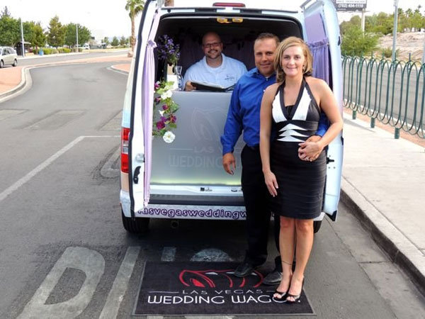 the vegas wedding wagon