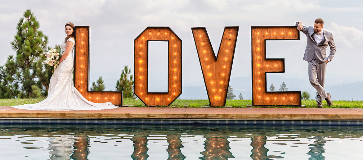 love sign wedding picture