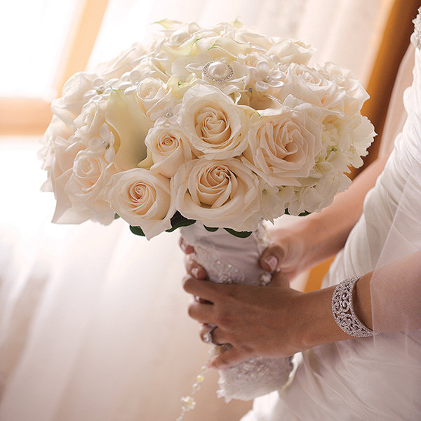 wedding bouquet for bride classic all white wedding bouquets bridalguide 8456