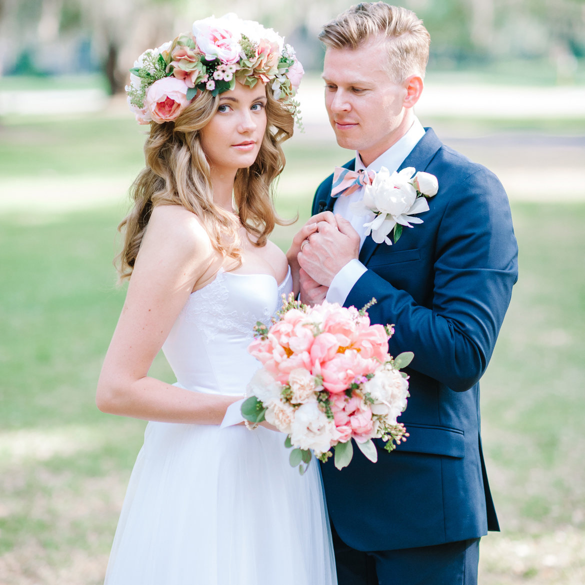 50 stunning ways to wear flowers in your hair bridalguide wow worthy crowns ombrellifo Gallery