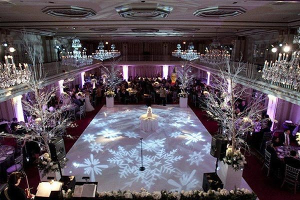 20 spectacular decorations for a winter wedding bridalguide winter wonderland wedding venues junglespirit Images