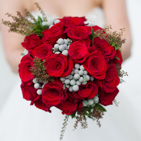 25 Gorgeous Bouquets for Winter Weddings | BridalGuide