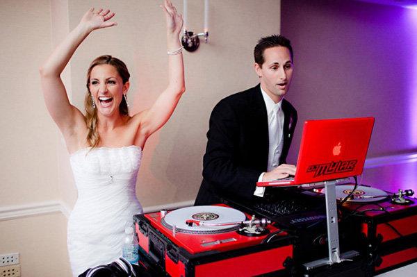33-wedding-dj-scratch-weddings-loverly.j