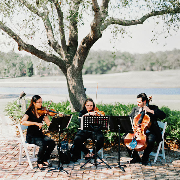 Wedding Guest Entertainment Ideas: 30 Creative Ways To Entertain Your Wedding Guests