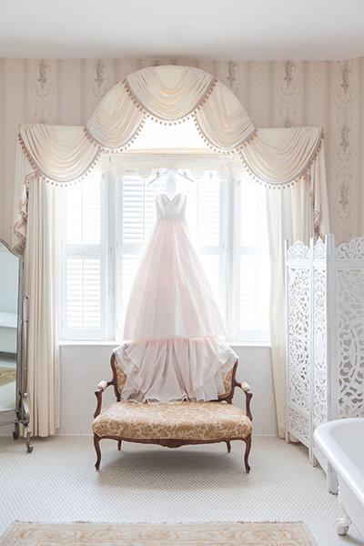 https://www.bridalguide.com/sites/default/files/slideshow-images/slide_1462890845-10_1140_5306.jpg
