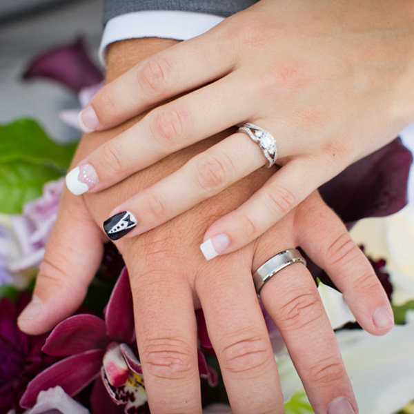 25 ideas for your wedding day nails bridalguide - What you can do with acorns a bit of health and embellishment ...