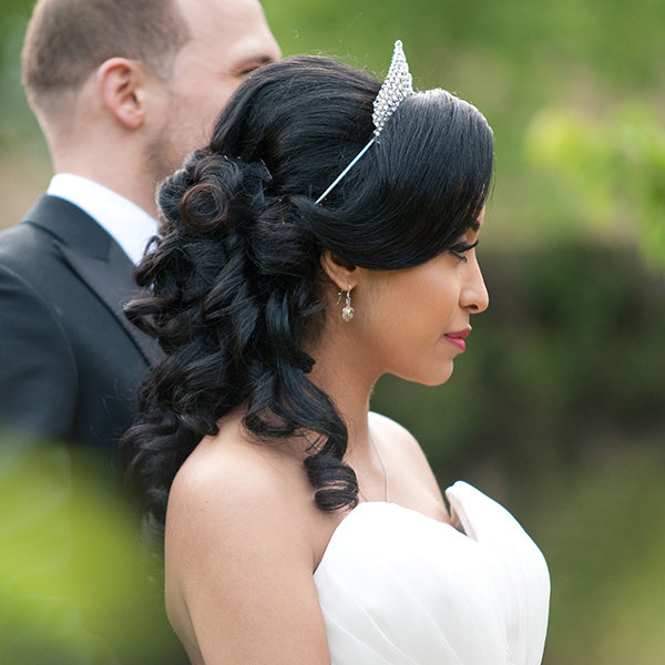 Wedding Hairstyle Guide: 50 Best Bridal Hairstyles For Outdoor Weddings