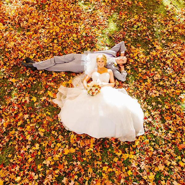 50 gorgeous fall wedding photos bridalguide the couple junglespirit Gallery