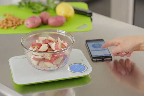High tech products to add to your wedding registry for Vitamix perfect blend smart scale
