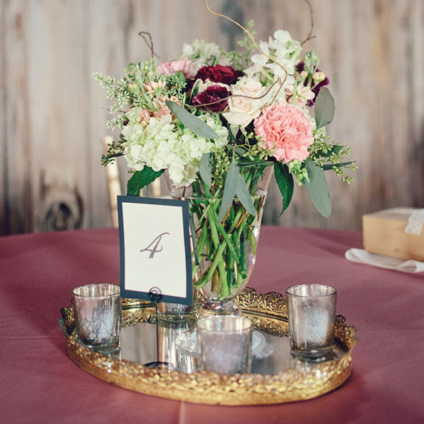 True reflection 40 gorgeous mirrored wedding ideas for Decor point international llc