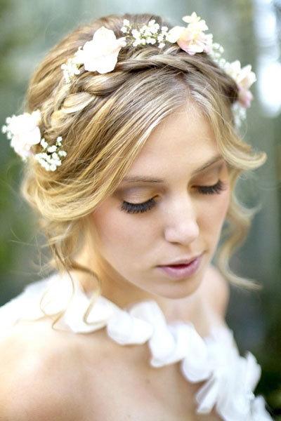 花のクラウンをのせたヘアスタイル1