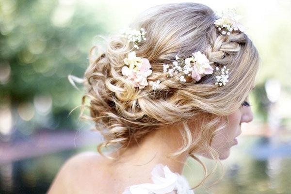 花のクラウンをのせたヘアスタイル2