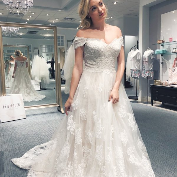 How I Stayed Body Positive While Wedding Dress Shopping