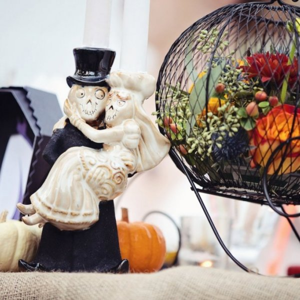 halloween wedding décor