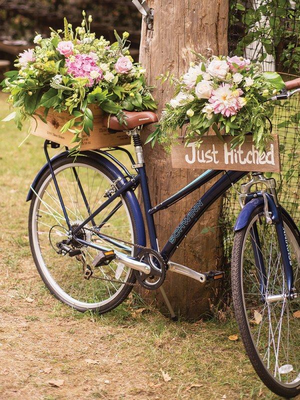 vintage bike wedding decor