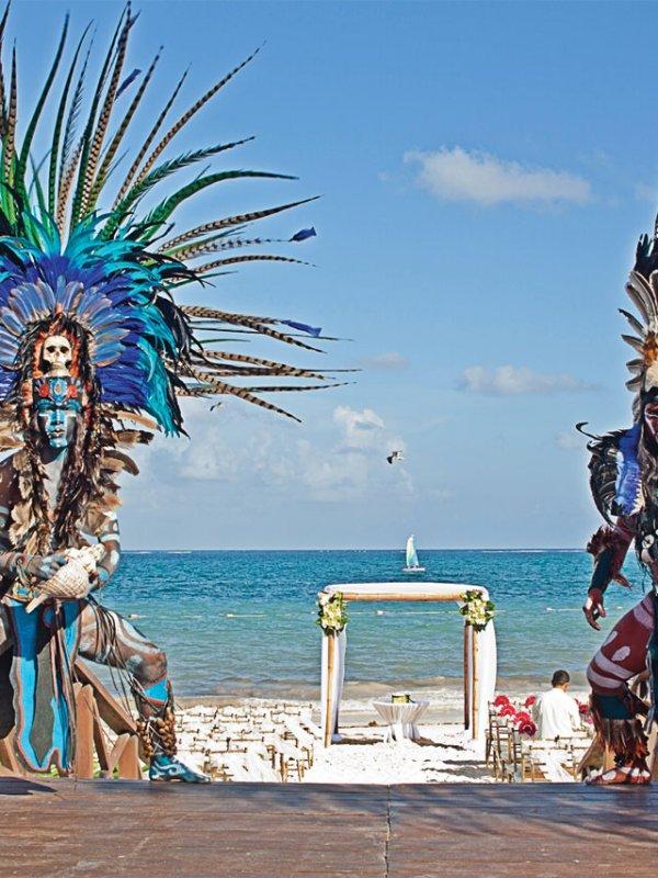 Beach Bash: Amanda & Han in Cancún, Mexico