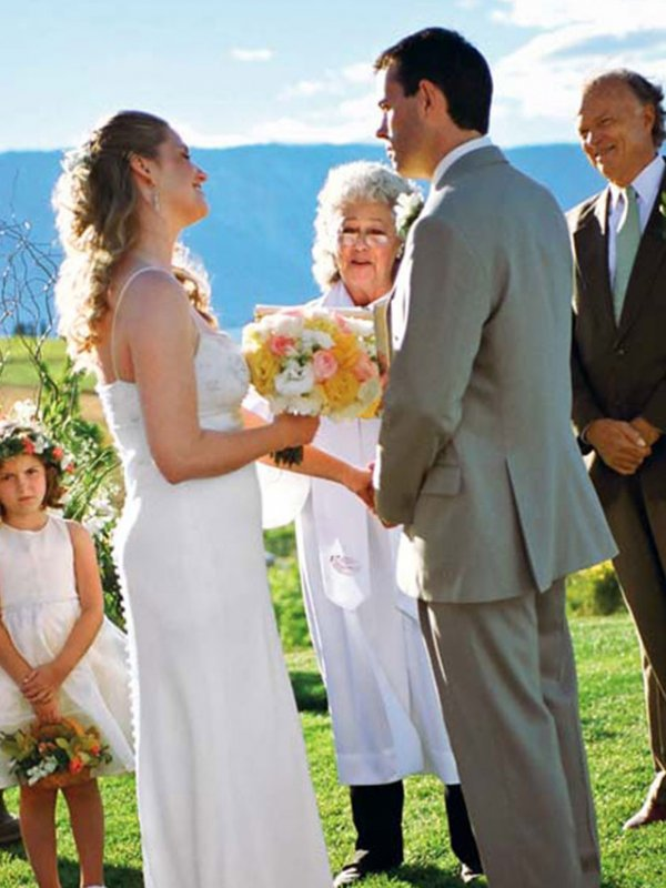 Vineyard Vows: Sarah & Chris in Lake Chelan, WA
