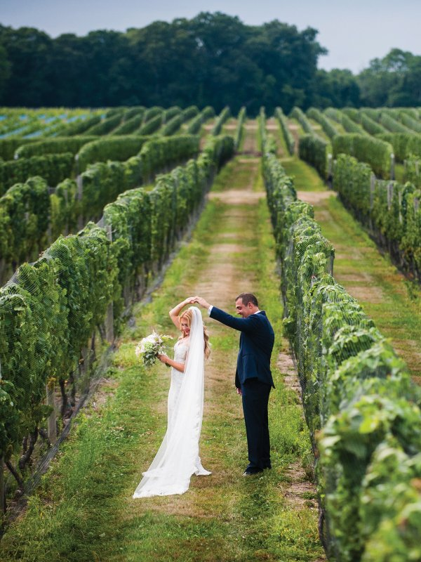 Vineyard Fairytale: Natalie & Rich in Cutchogue, NY