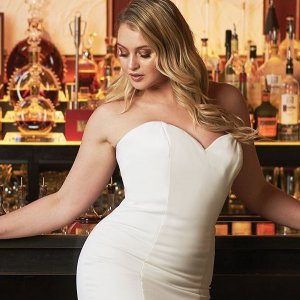 10 Sweetheart Gowns for Plus-Size Brides
