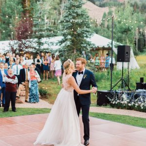 25 casual wedding ideas for relaxed brides bridalguide plan a romantic wedding in the mountains junglespirit Gallery