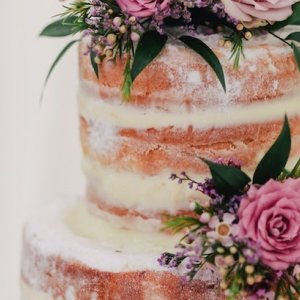 6 Summer Wedding Cakes We Love