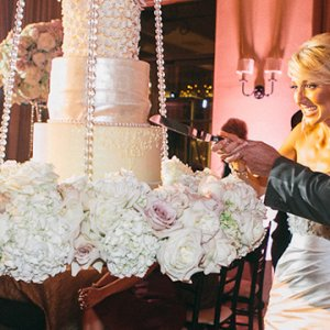 101 amazing wedding cakes bridalguide trend we love gravity defying wedding cakes junglespirit Images