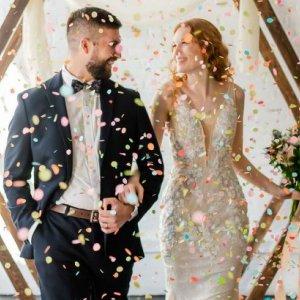 confetti wedding ceremony toss