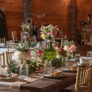 Simple and chic wedding centerpiece