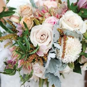 50 ideas for your bridal bouquet bridalguide show stopping ideas for your wedding flowers junglespirit Gallery