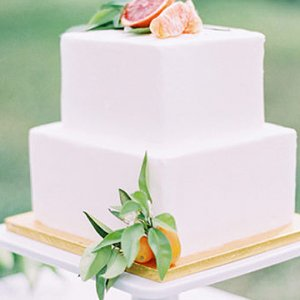 25 White Wedding Cakes The Traditionalist Will Love